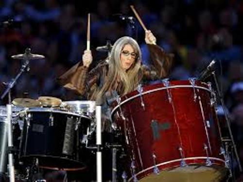 Evelyn Glennie Plays Music