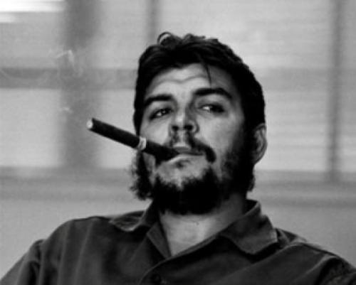 Che Guevara Smoking