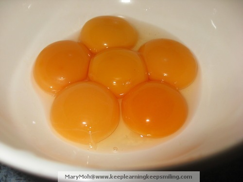 Egg Yolk  in  Bowl