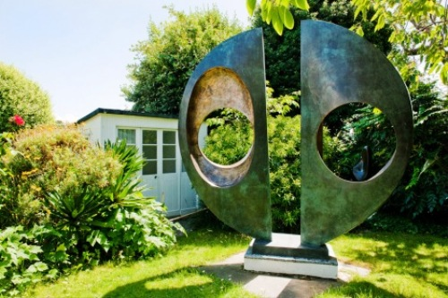 Barbara Hepworth Sclupture