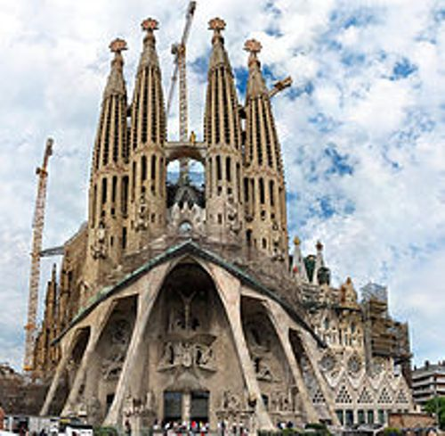 the sagrada familia building