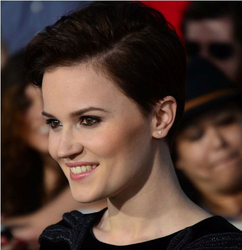 Facts about Veronica Roth